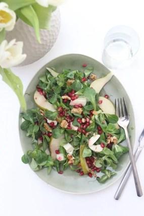 Feldsalat, Ziegenkäse mit Birne und Granatapfeldressing