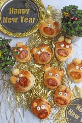 Glücksschweinchen aus Hefeteig - Gefüllt mit Marzipan-Haselnuss