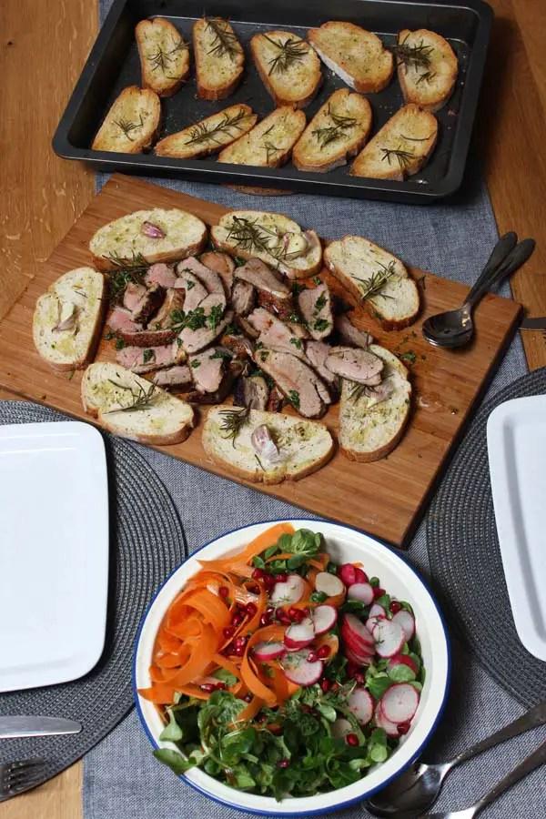 Jamie Oliver 30 Minuten Menü – Ente und Salat mit Riesencroutons & Milchreis mit Pflaumen Kompott