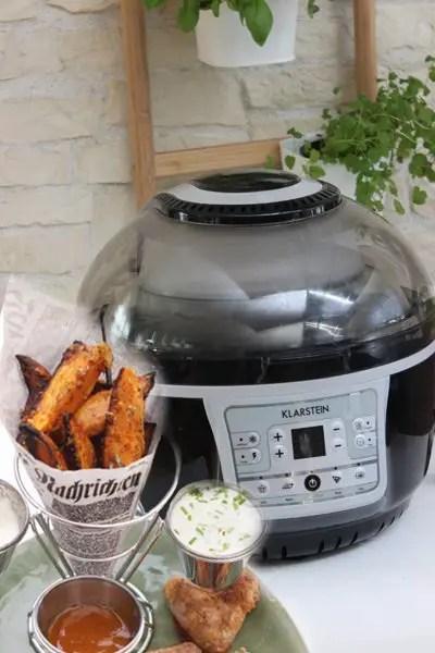 Parmesan-Süßkartoffel-Wedges, Chicken Wings & Parmesan-Joghurt Dip in der VitAir Turbo Heißluftfritteuse von Klarstein
