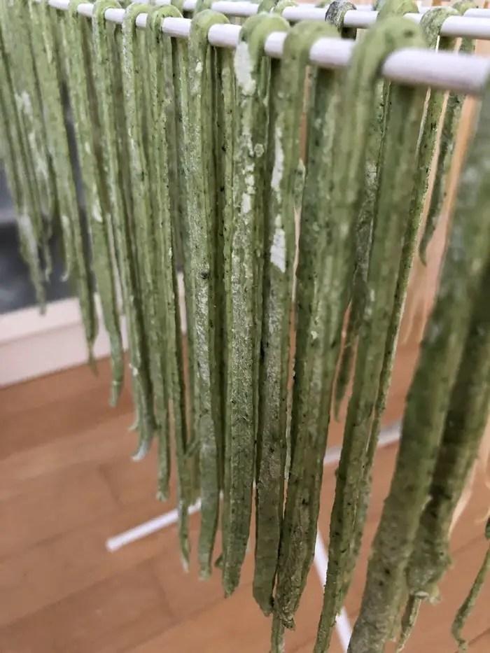 Tagliatelle mit Garnelen, Zucchini und Kirschtomaten mit der Tchibo Pastamaschine mit Video