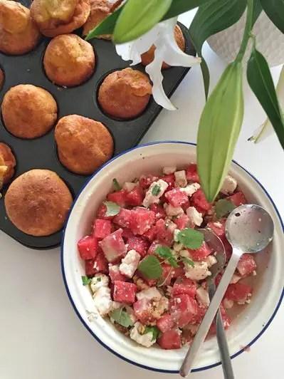 Wassermelonen-Feta-Minze-Walnuss Salat und Lowcarb-Croissant Brötchen