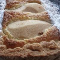 sabato mattina e la crostata di pere e crema frangipane  di Lorraine Pascale