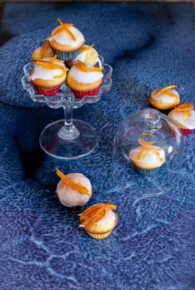 Mini muffin glassati con scorza di arancia caramellata