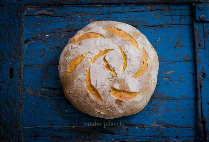 Pane alla curcuma, noce moscata  e sale del Mar Morto - il pane del Lido Manderino