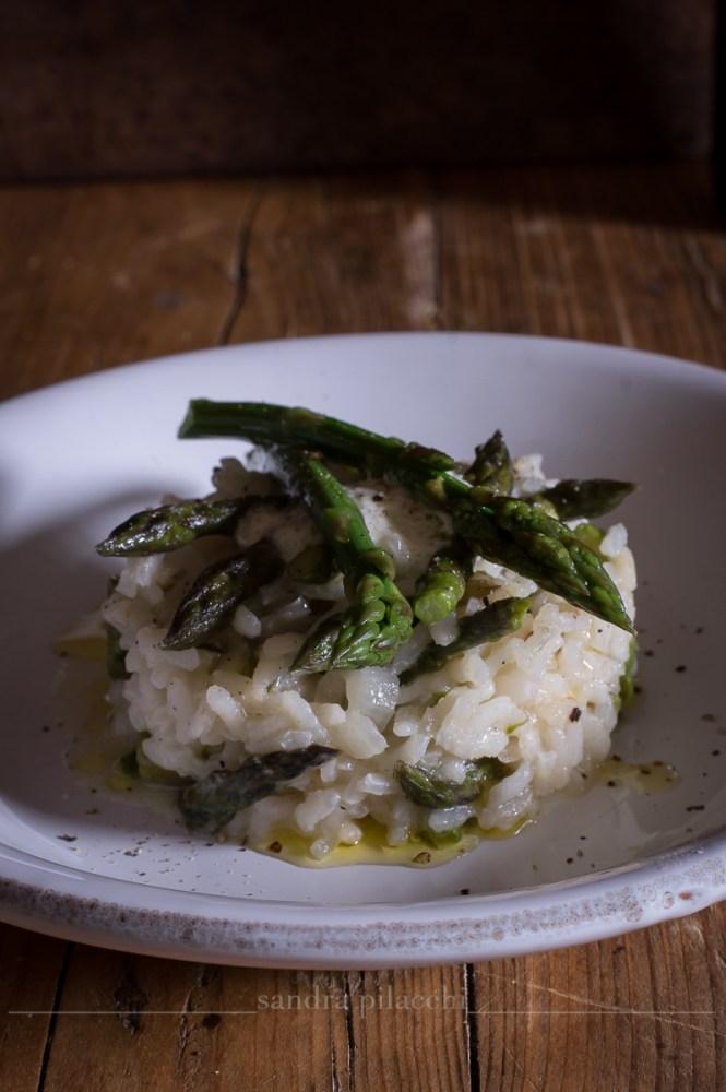 Risotto agli asparagi con spuma di mozzarella di bufala e olio extra vergine di oliva IGP Toscano