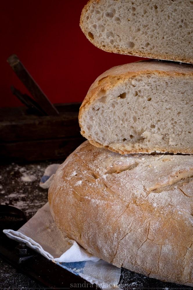 Pane rotondo toscano sciocco