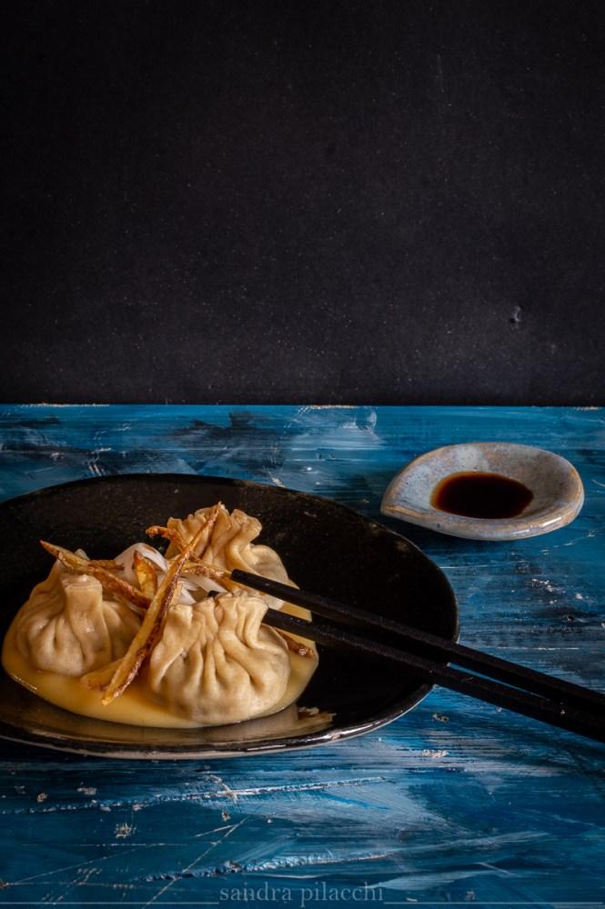 raviolo italo-cinese: Jiaozi vegetariano con pak choi