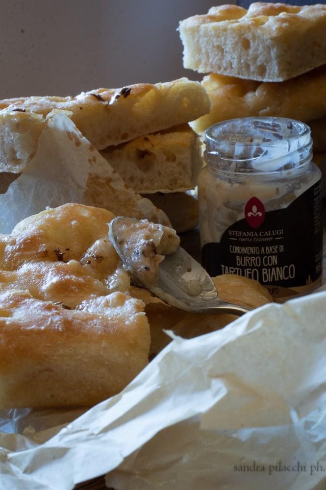 Schiacciata toscana  al burro di tartufo bianco