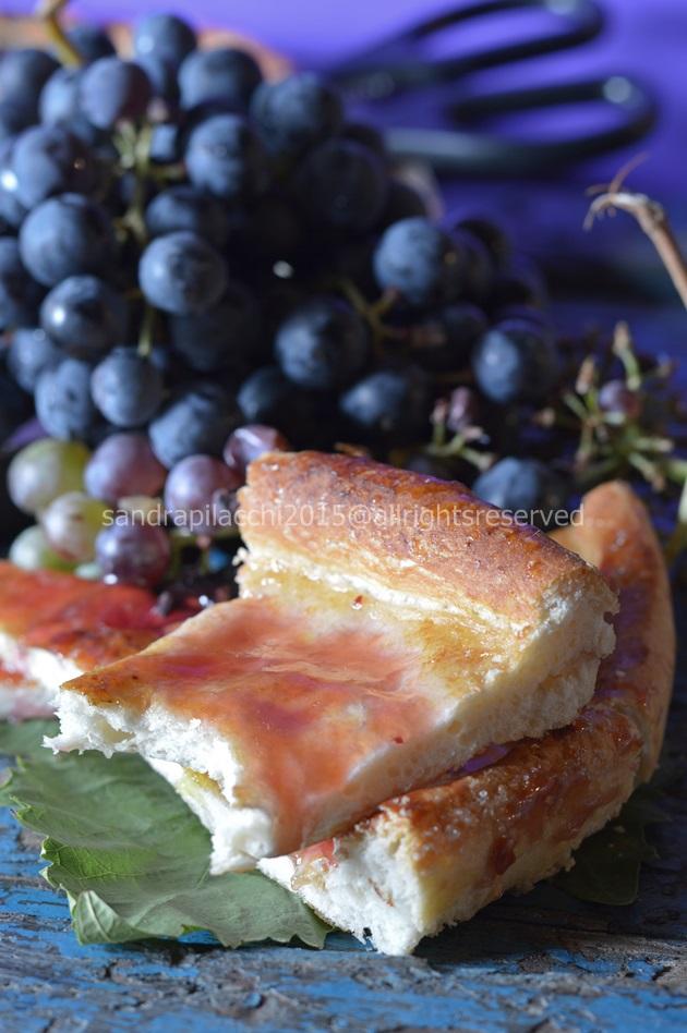 Schiacciata  toscana con il succo d'uva