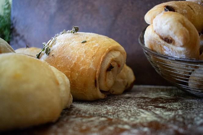 Panini sfogliati al burro e peperone crusco