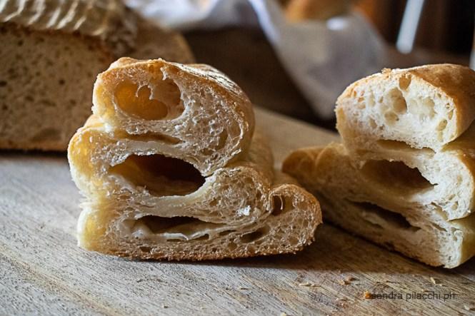 Pane bianco sfogliato all'olio extravergine di oliva