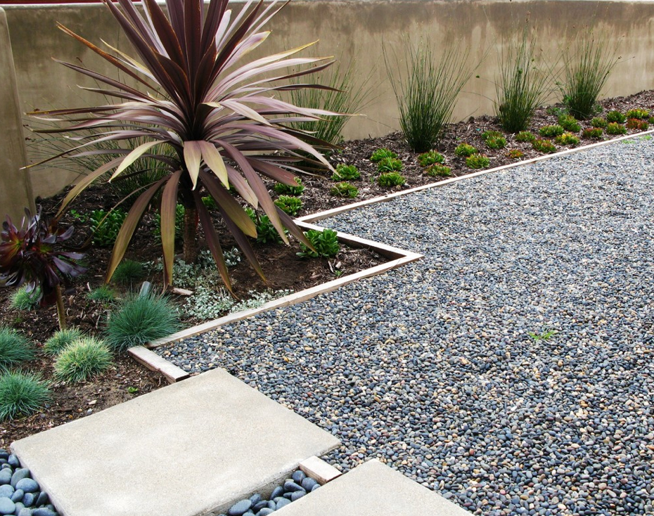 Create a Beautiful Drought Resistant Front Yard on Backyard Pebbles Design id=23090