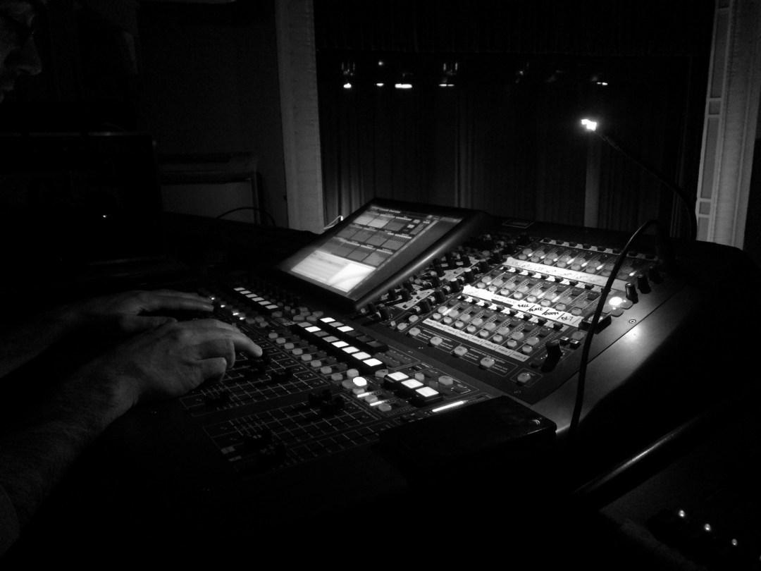 Sonora - Alquiler de sonido, mesas de mezcla