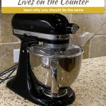 Kitchenaid Artisan standmixer on a granite counter (with title and description overlay)
