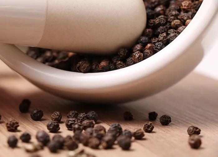 Essential Herbs & Spices for a Healthy Kitchen, Part 2: Black Peppercorn, Garlic Powder, Onion Powder
