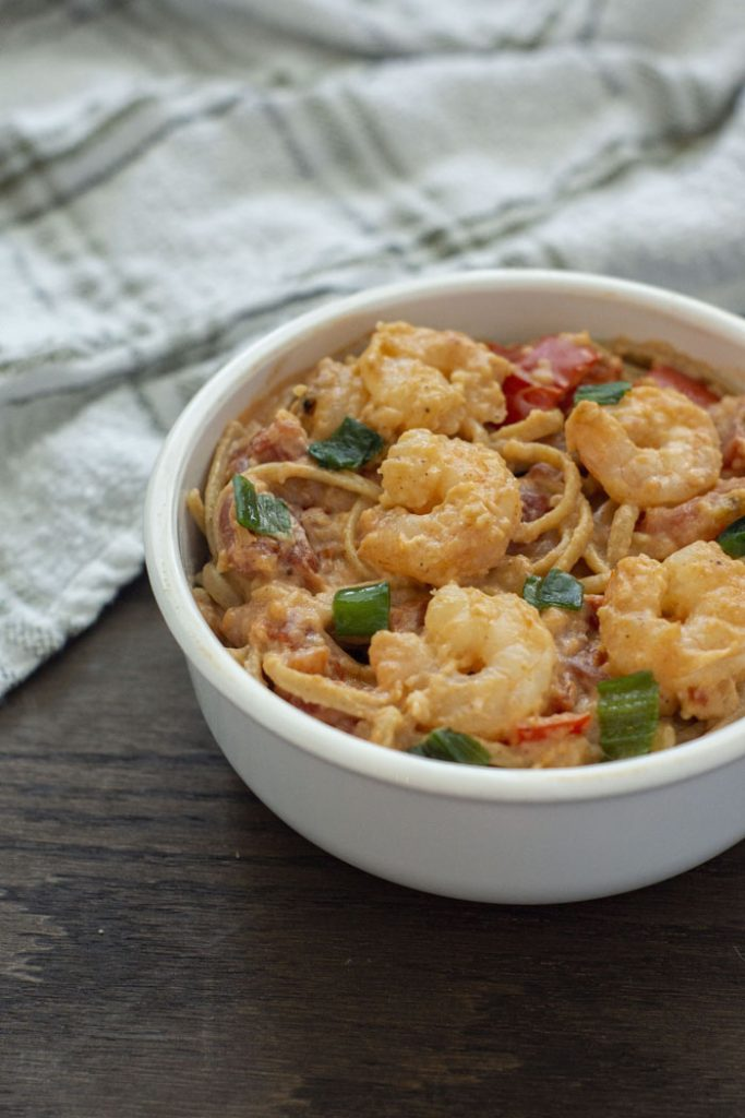Shrimp in a bowl with pasta (vertical)