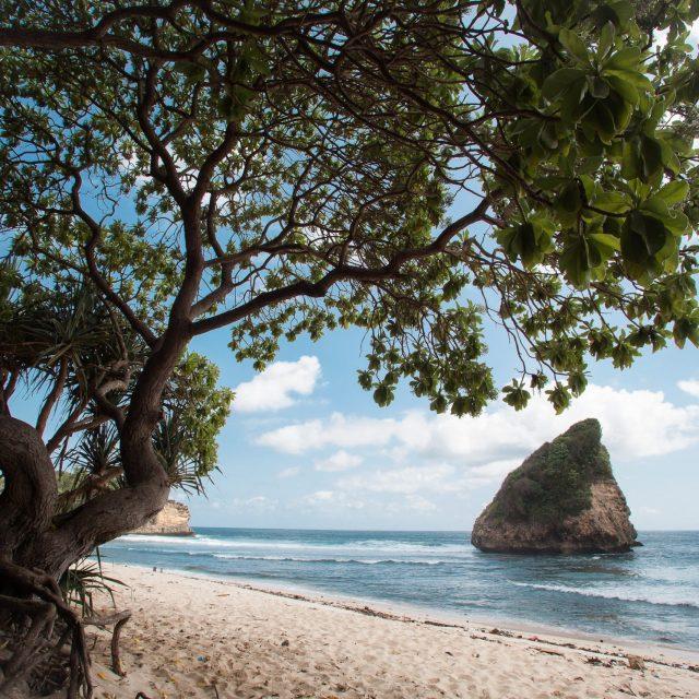 Jasa Foto Wisata Malang – Indahnya Pantai Ngudel