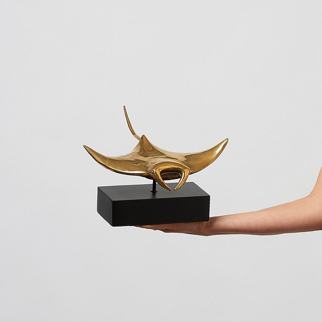 manta ray in polished bronze, medium