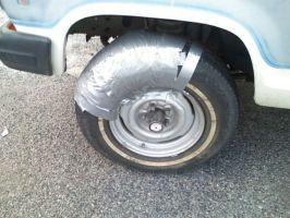 Com um pouco de fita cola por vezes é possível consertar o carro ou não!