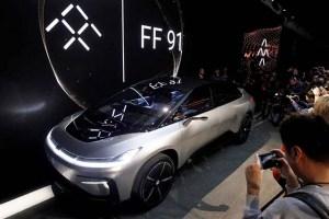O carro eléctrico que pode carregar em casa e é mais rápido que um Ferrari!