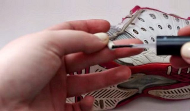 595805-650-1459078793-naipolish-shoelaces