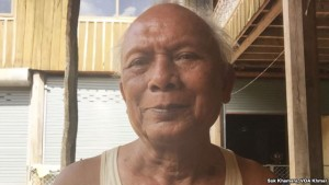 Recent photo of Meas Muth, a former Khmer Rouge naval military commander accused of grave atrocity crimes, at his home in Samlot district, Battambang province, August 12, 2015. (Photo: Sok Khemara/VOA Khmer)