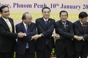 Chana's Premier Li Keqiang, center, shakes hands with his counterpart, Nguyen Xuan Phuc, second from left, of Vietnam,  Prayuth Chan-o-cha, left, of Thailand, Hun Sen, second from right, of Cambodia, and Thongloun Sisolith, right, of Laos, before an opening of the 2nd Mekong Lancang Cooperation Leaders' Meeting, in   Phnom Penh, Cambodia, Wednesday, Jan. 10, 2018. Leaders of nations along Southeast Asia's Mekong River gather Wednesday in the Cambodian capital amid a push by China to build more dams that are altering the water flow and have raised environmental concerns. (AP Photo/Heng Sinith)