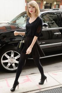 New York - 04/17/2014 - Taylor Swift goes to a record studio in Manhattan. Credit: Broadimage