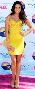 Shay-Mitchell-yellow-dress-at-the-Teen-Choice-Awards-2012