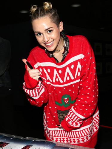 sev-celebrities-wearing-christmas-sweaters-miley-cyrus-lgn