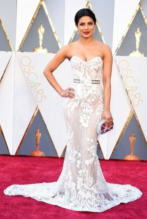 the-oscars-red-carpet-looks-everyone-is-talking-about-1677170-1456703975.640x0c
