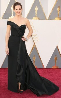 the-oscars-red-carpet-looks-everyone-is-talking-about-1677233-1456707181.640x0c