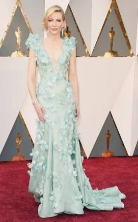 the-oscars-red-carpet-looks-everyone-is-talking-about-1677235-1456707183.640x0c