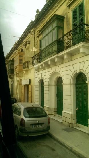 Die bunten Fensterläden zieren Maltas Straßen. Wirklich hübsch!