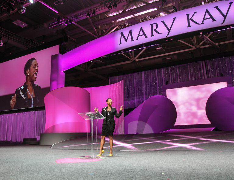 Mary+Kay+Independent+Elite+Executive+National+Sales+Director+Gloria+Mayfield+Banks+stage_mid