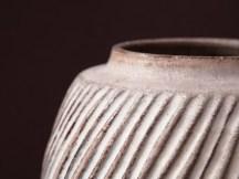 Hommage à Lucie Rie, vase gravé sur grès d'Irak, émail mat.