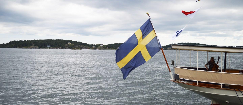 vaxholm_flag_sweden_boat