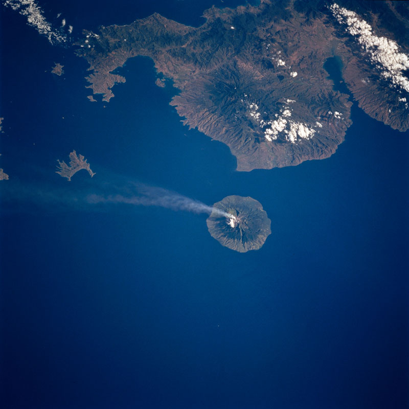 api-volcano-from-space-aerial-nasa