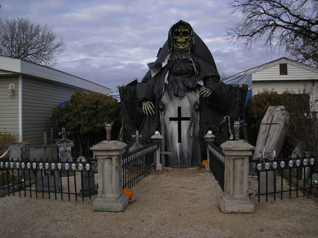 Halloween-House-4