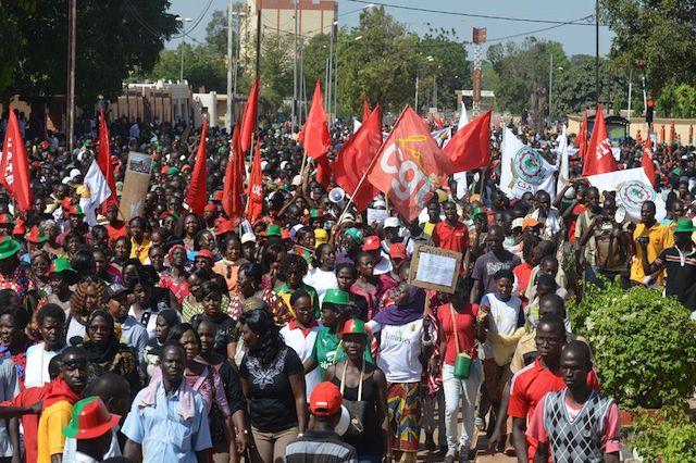 Manifestacion-Uagadugu-capital-Burkina-Faso_LNCIMA20141029_0082_27