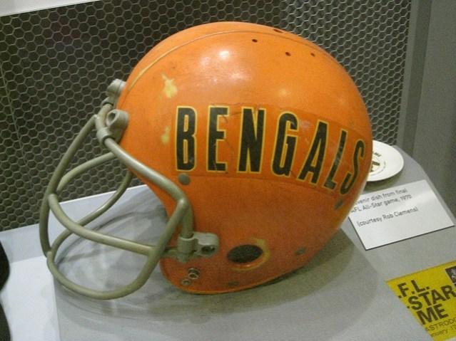 bengals-helmet-retro