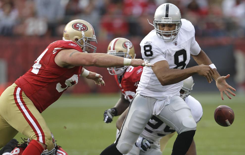 El partido de los 49ers vs Raiders de la NFL, también termina en balacera