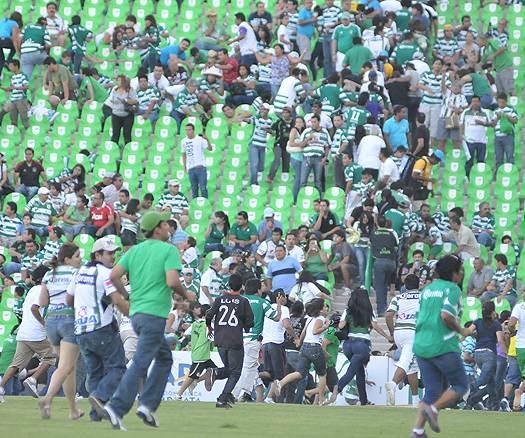 Imágenes de la balacera en el estadio de Santos