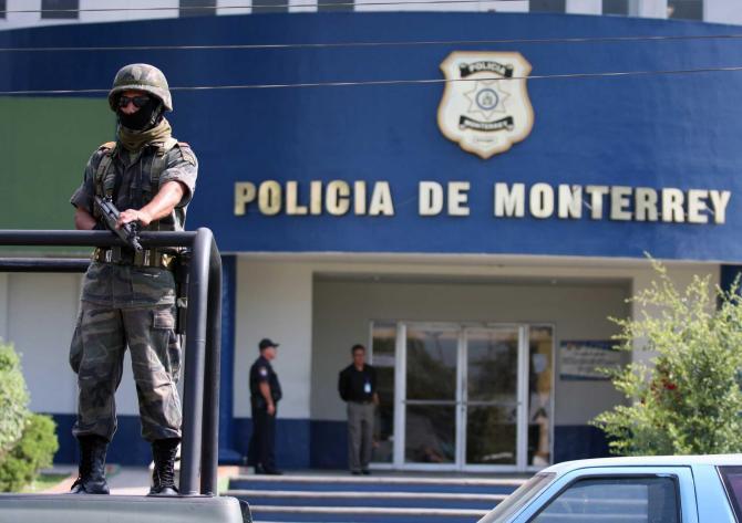 Policías de Nuevo León le piden permiso a los Zetas para trabajar