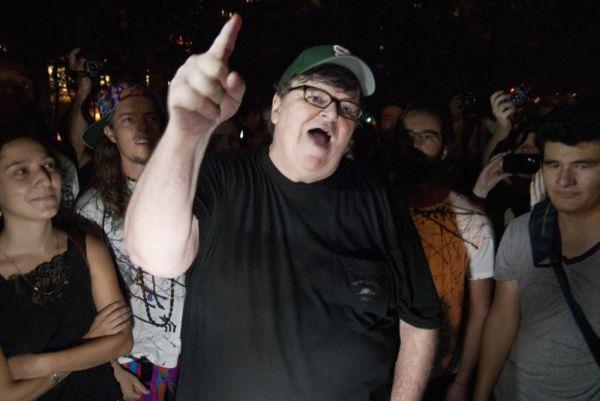 Michael Moore se une a las protestas de Wall Street