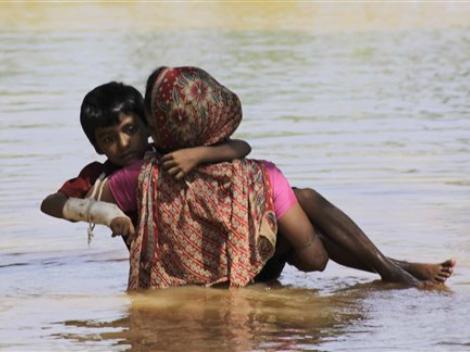 Lluvias en India han dejado más de 100 muertos