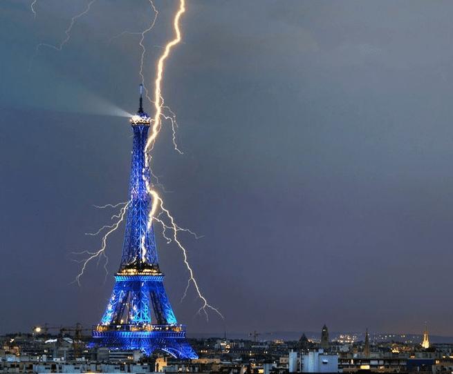 Y en la imagen del día... la Torre Eiffel más espectacular que nunca