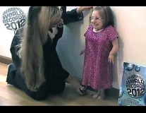 ht_tiniest_woman_dm_110921_ssh