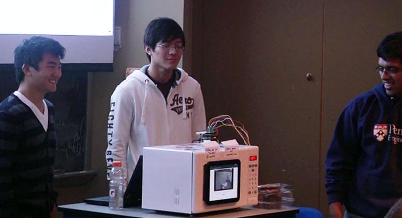 Un microondas que reproduce videos de YouTube